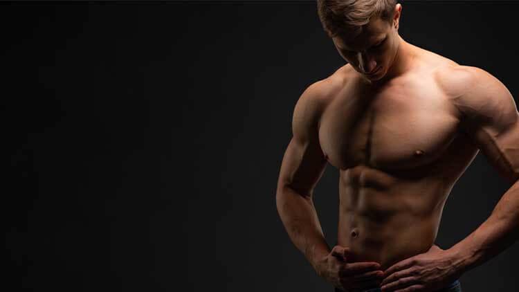 Concept de musculation. Bodybuilder sportif sportif homme de remise en forme après la formation de culturisme, espace copie. la personne. Force et motivation. Bannière