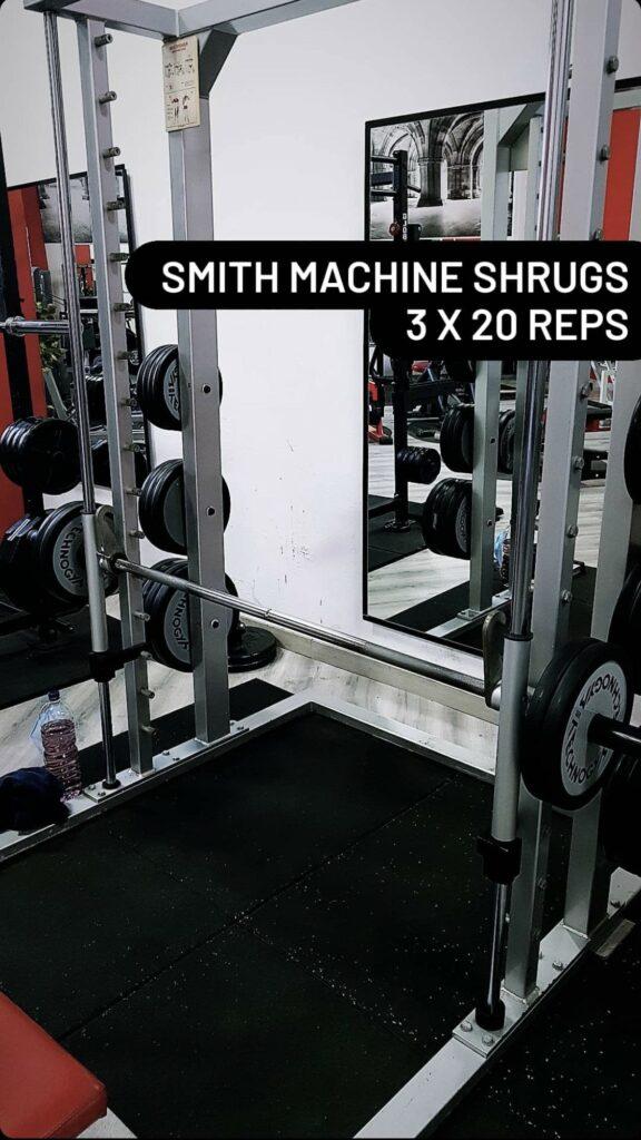 Smith Machine hausse les épaules
